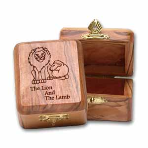Large The Lion and the Lamb Olive Wood Box